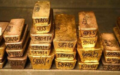 Gold climbs to near 1-week high on dollar slide, stimulus optimism